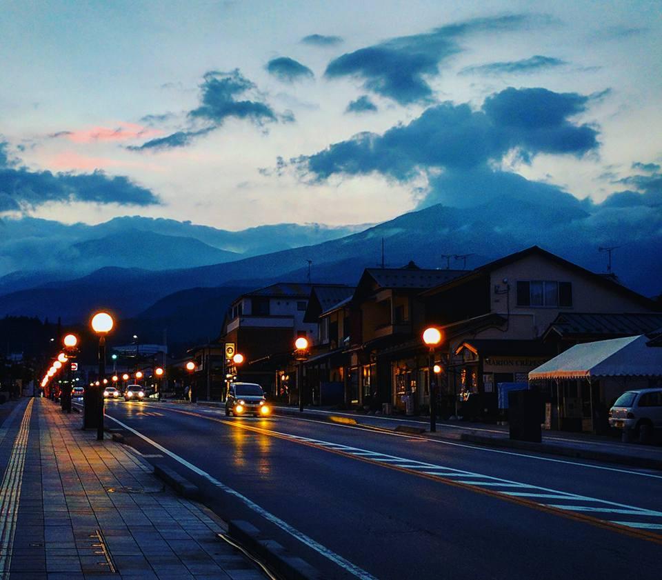 Le centre-ville de Nikko, avec ses montagnes qui rendaient mieux en vrai.